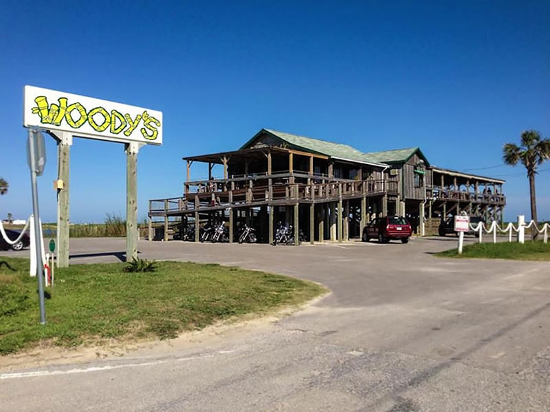 Woody's Beach Bar