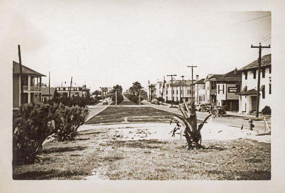 Broadway Boulevard in 1943