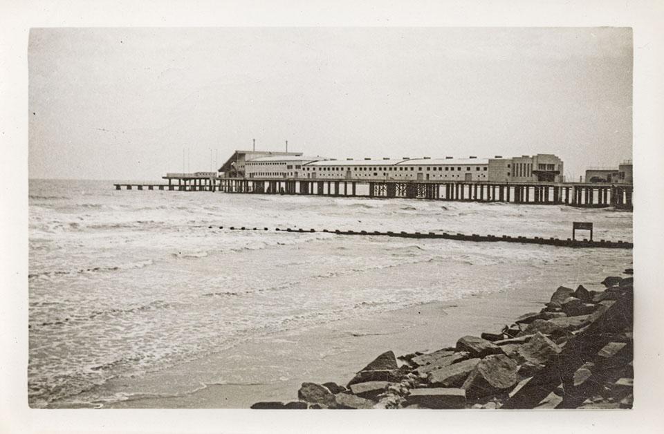 Pleasure Pier in 1943