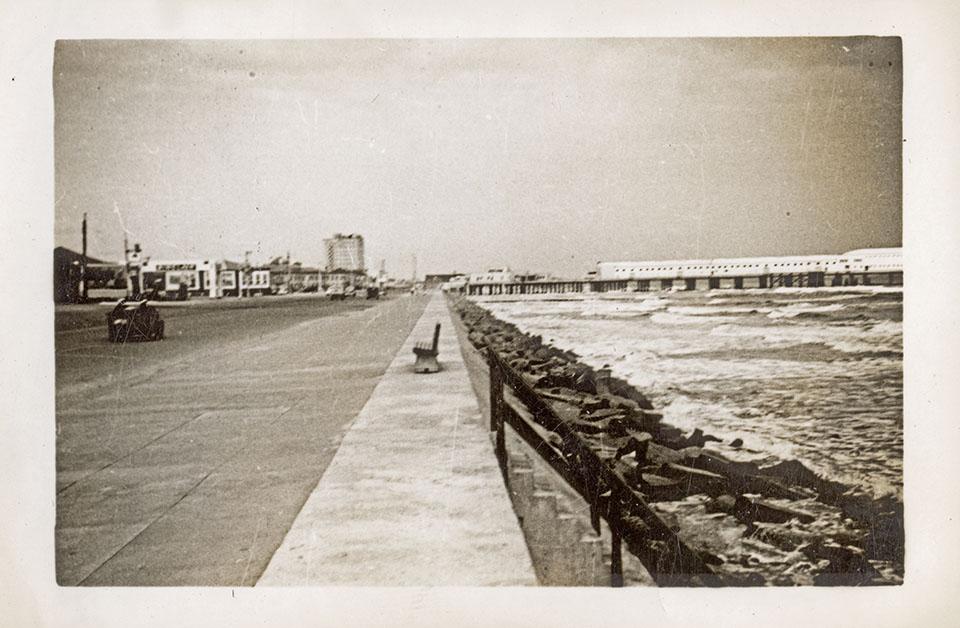 Seawall Boulevard in 1943