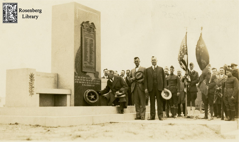 People at Dedication of WWI Memorial in 1927