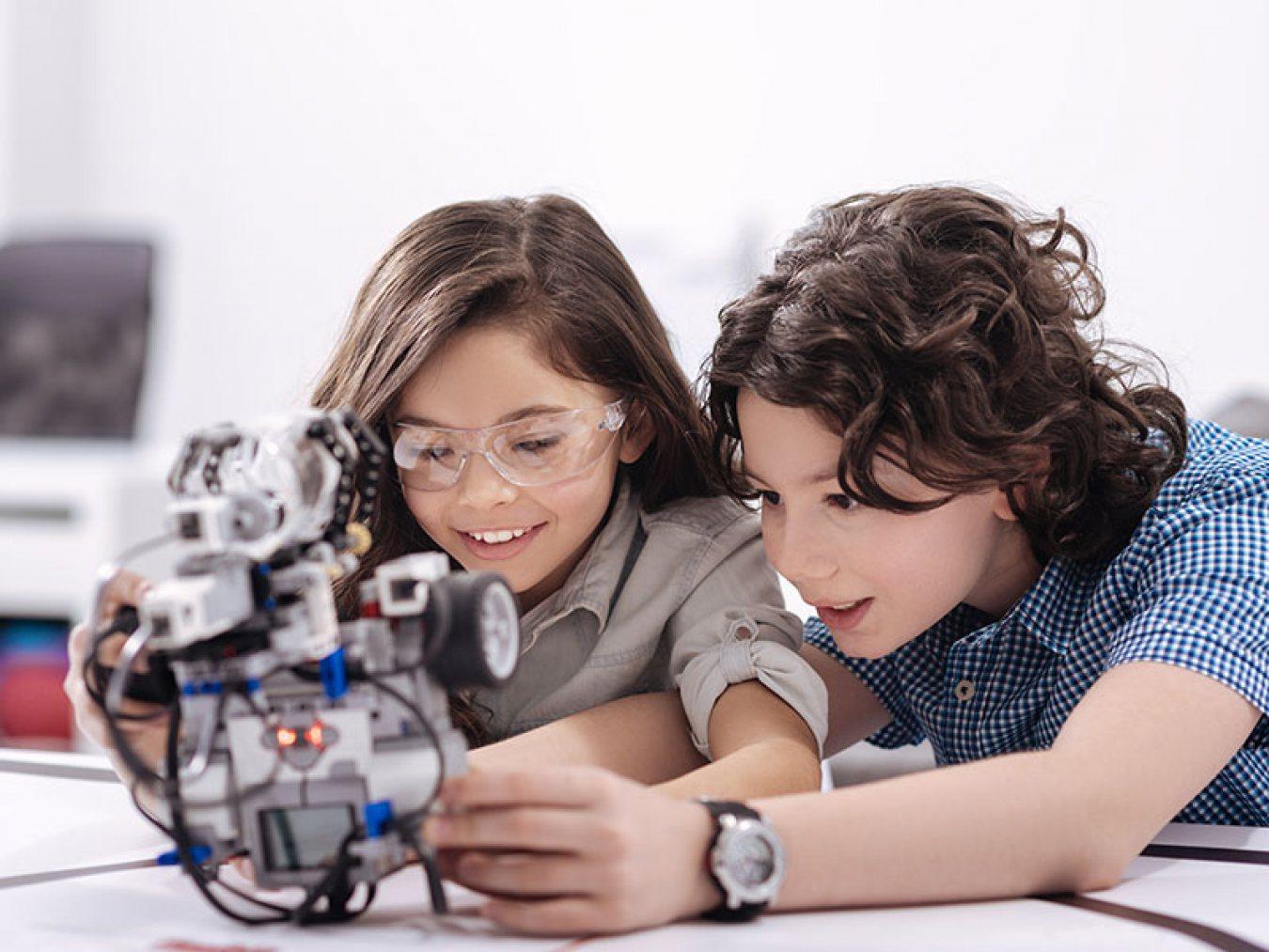 Kids Building a Robot